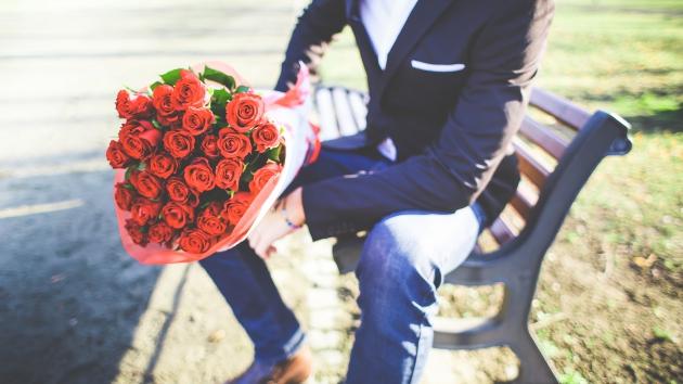 kommt garantiert gut an: ein Strauß roter Rosen